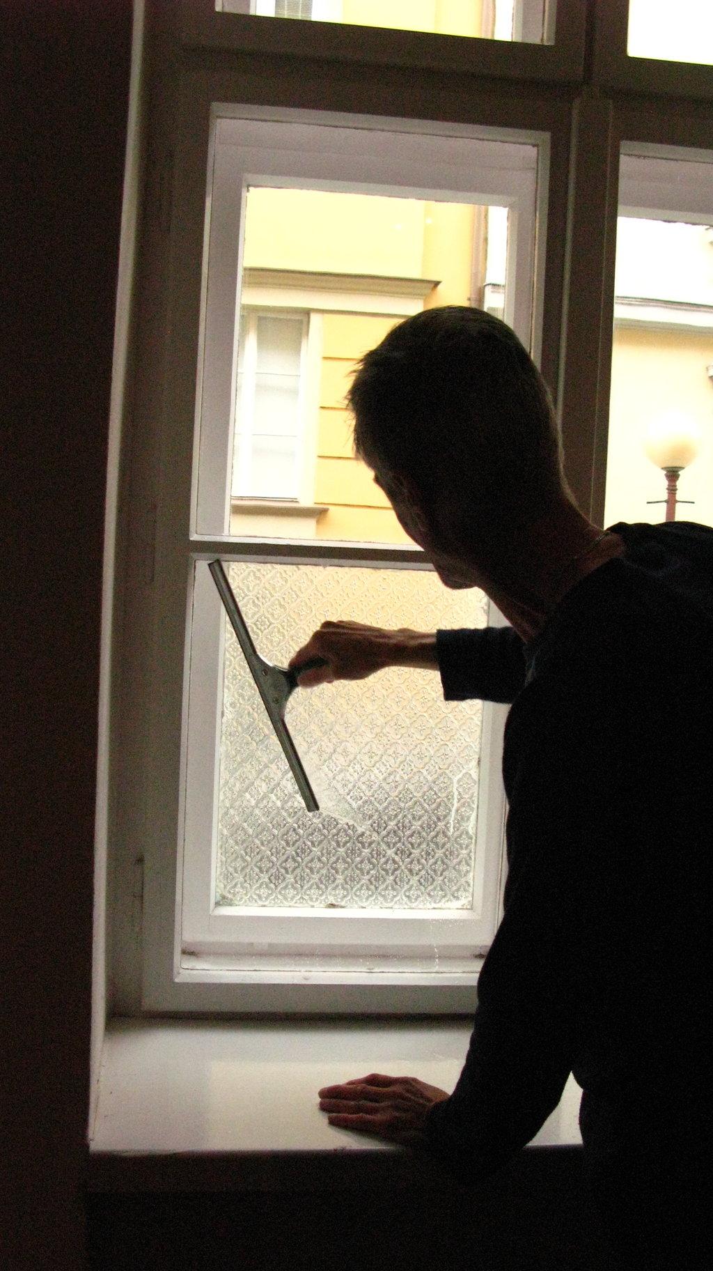 Umývanie okien domácností afiriem Bánovce nad Bebravou